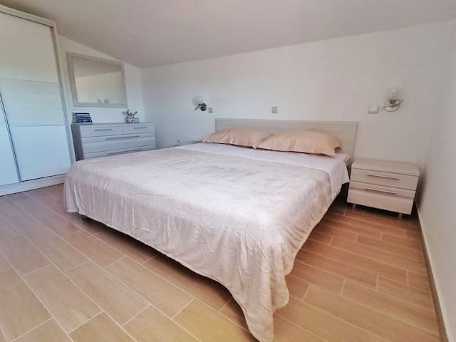 1st floor bedroom with king size bed, wardrobe and bathroom.