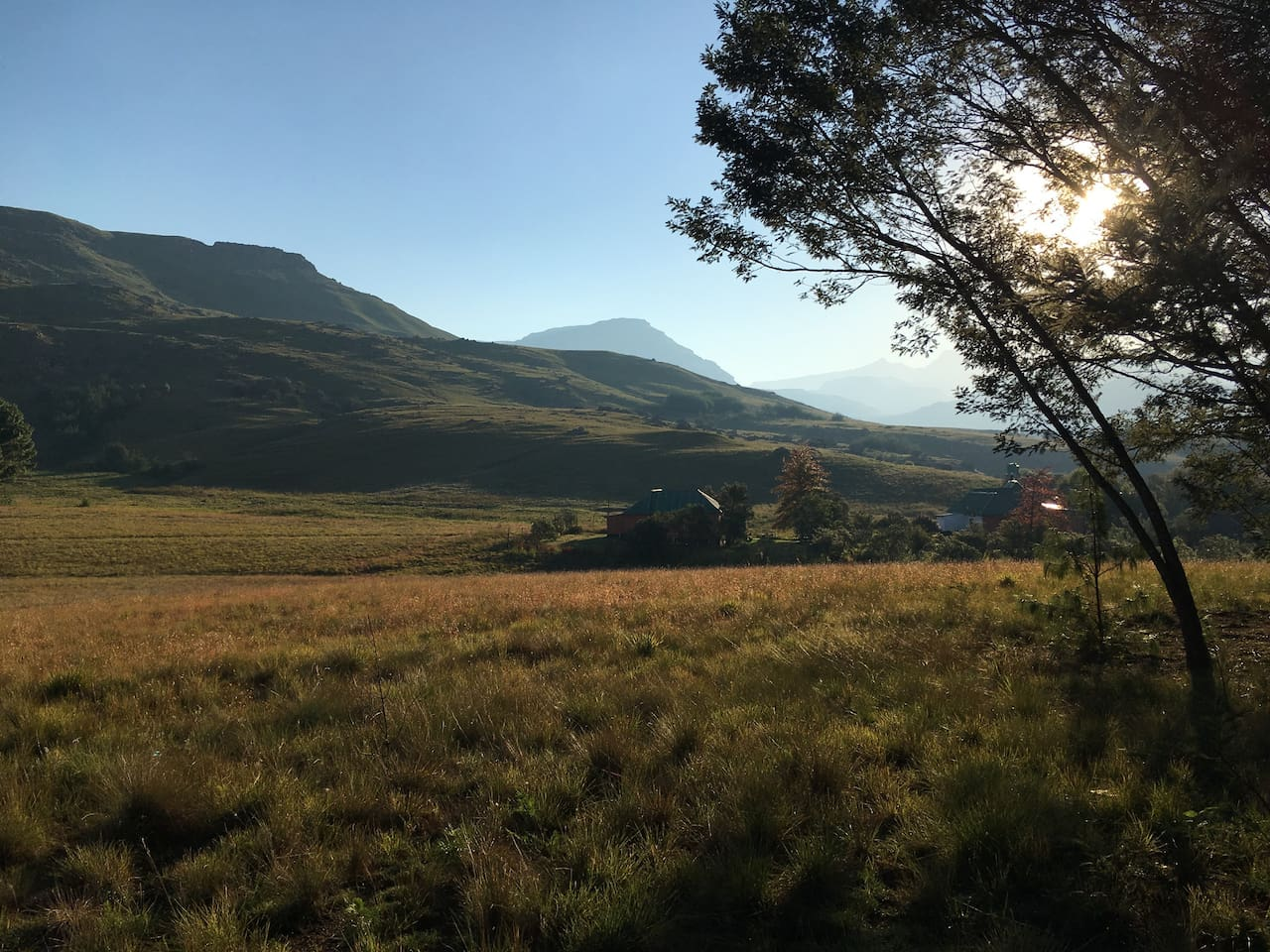 Aloe cottage bordering World Heritage Site Drakensberg Park with spectacular views and walks into the wilderness directly from the doorstep