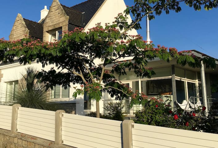 Modern House, Garden & Seaview in Sainte Marine