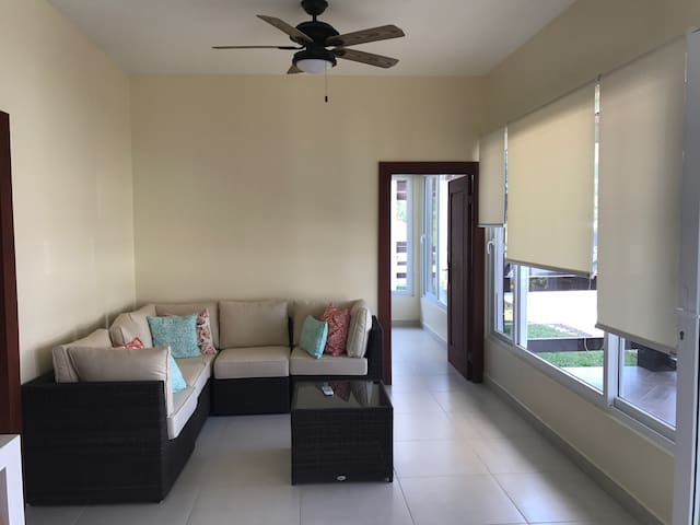 Quiet Private Room A w/ 3 Beds in gated community - 拉塞瓦 - 客房