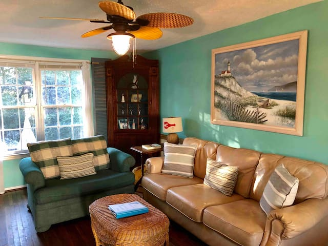 Tybee Lighthouse Cottage (B): Stroll To The Beach!
