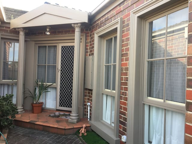 Private room close to Airport, Melbourne