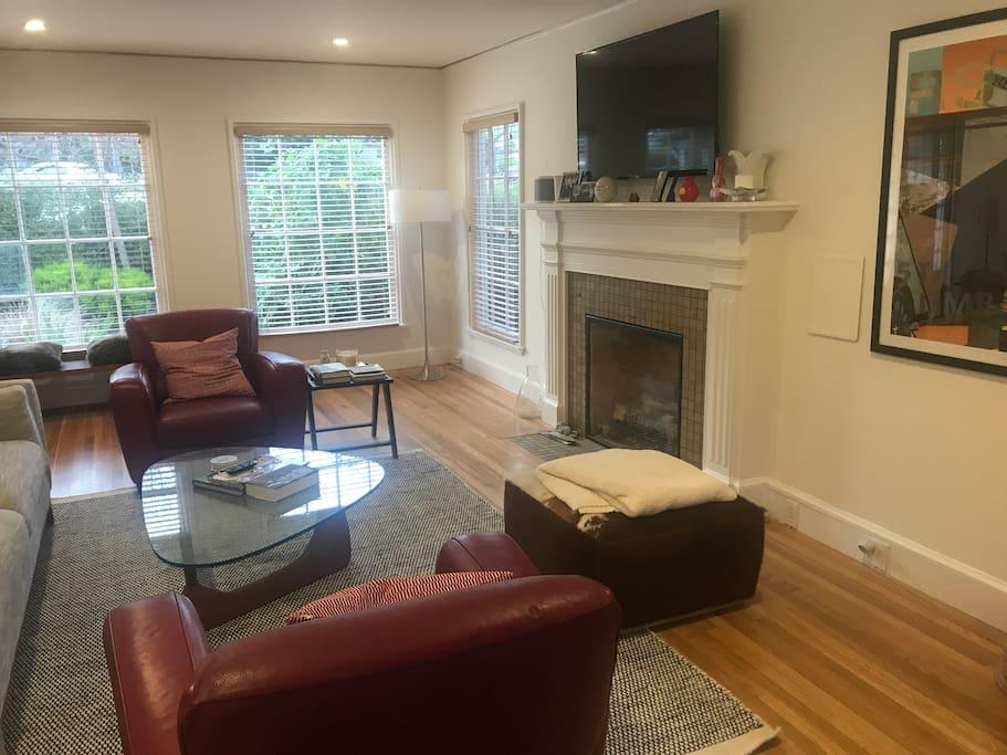 Living Room, Roku TV, Gas Fireplace