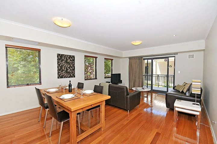 Fremantle West End - Modern Apartment