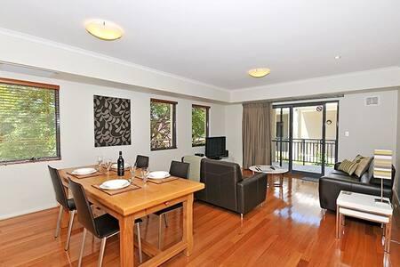 Fremantle West End - Modern Apartment