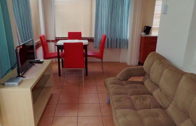PRIVATE Flatlet close to Kings Park - Sleeps 5