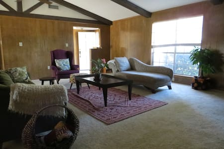 Comfy Queen Bed w/ own Bathroom Mins from Downtown - Dallas - Ház