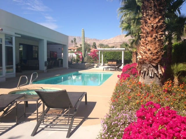 4 bedroom home minutes to El Paseo - Palm Desert - Rumah