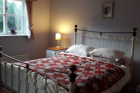 Spacious en-suite at country retreat - walkers - Builth Wells