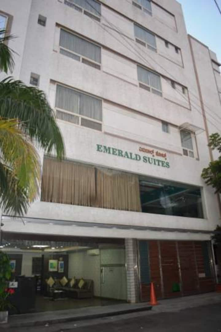 Emerald Suites by Omatra