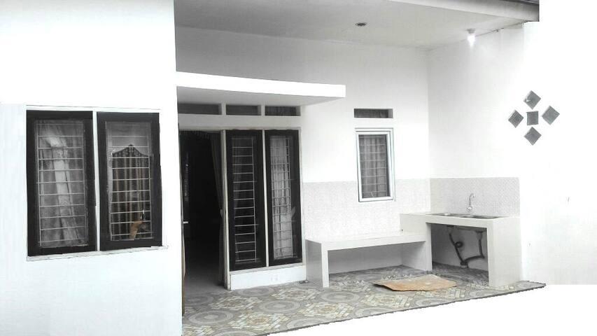 Cozy Room with Hi-speed Wifi & AC & Kitchen