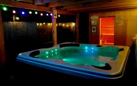 Privé Wellnessbungalow met 2 sauna's en jacuzzi