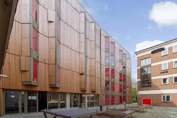 Student Only Property: Spledid City Studio