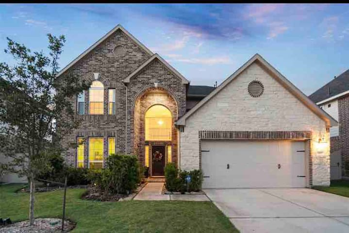 Gorgeous, New, Large Home in West Houston!