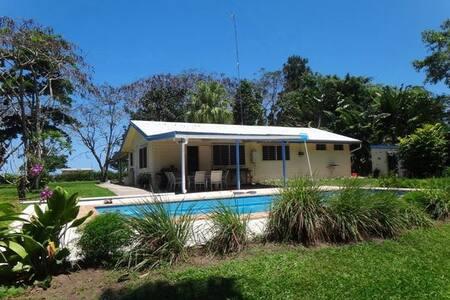 ORIGINAL VANUATU-DREAMS House on acreage MELE BAY - Port Vila
