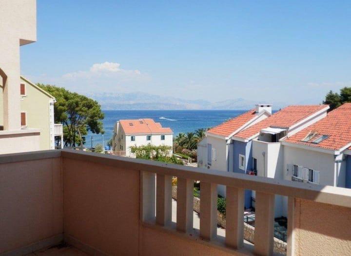 Apartment with ocean view - Sutivan