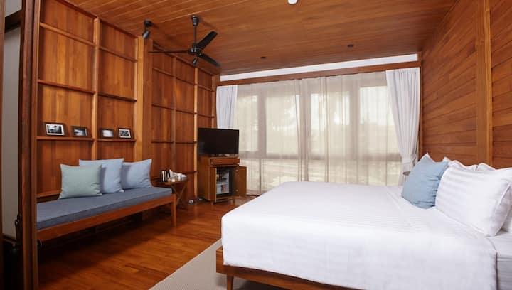 Riverside Thai chic wooden house (Superior Studio)