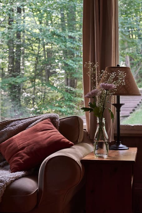 Cozy spot in the Living Room to read a book ...
