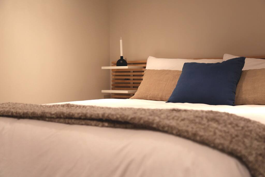 Bedroom D-1 Queen Bed