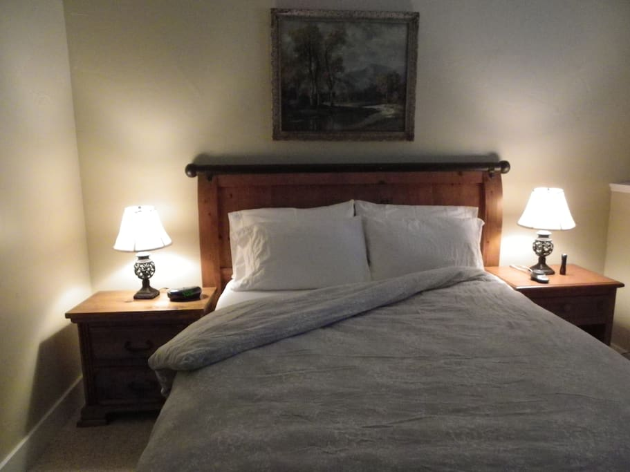 cozy and clean this queen size bed will offer you a peaceful sleep