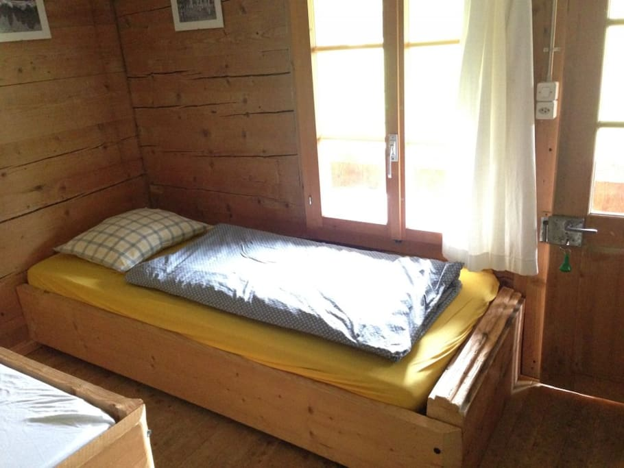 Small single bed (Meyer room)