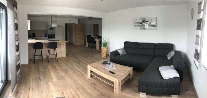 Landhaus Stadlhof (Neukirchen-Balbini), Luxuriöse Ferienwohnung 1 mit Terasse und Wellness-Bereich