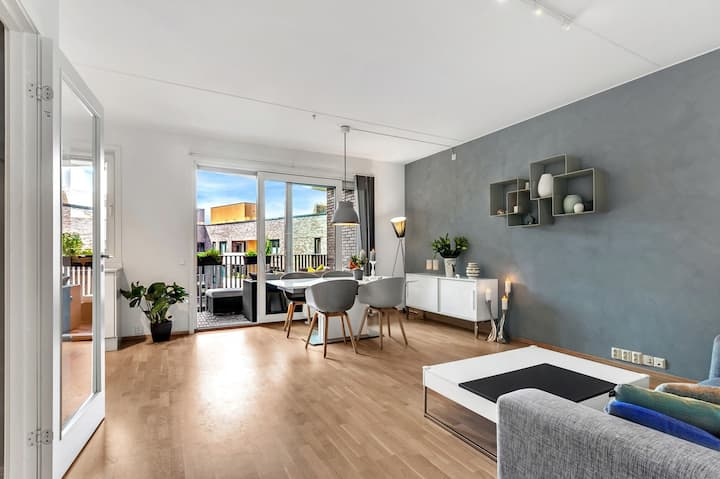 2BR Modern SeaSide Apt - Close to Central Station