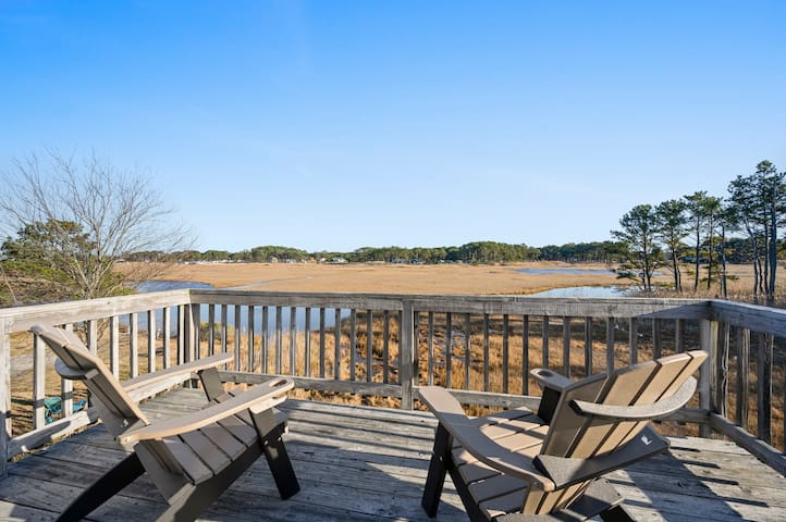 Island Retreat on Chincoteague Island is a delightful Duplex that sleeps 7 and is Pet Friendly.