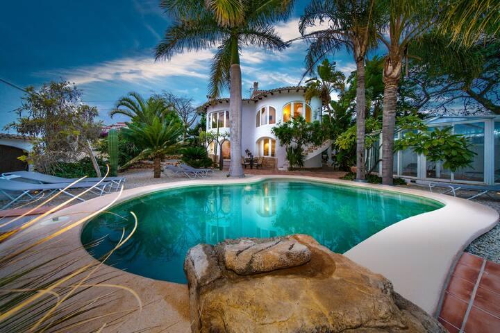 Tropical Garden Villa with private pool