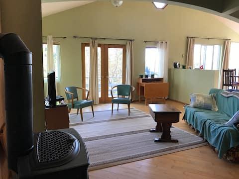 2 beds lakefront cottage