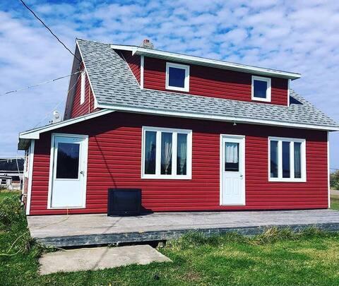 Îles de la Madeleine, seacow path. 2 story house!