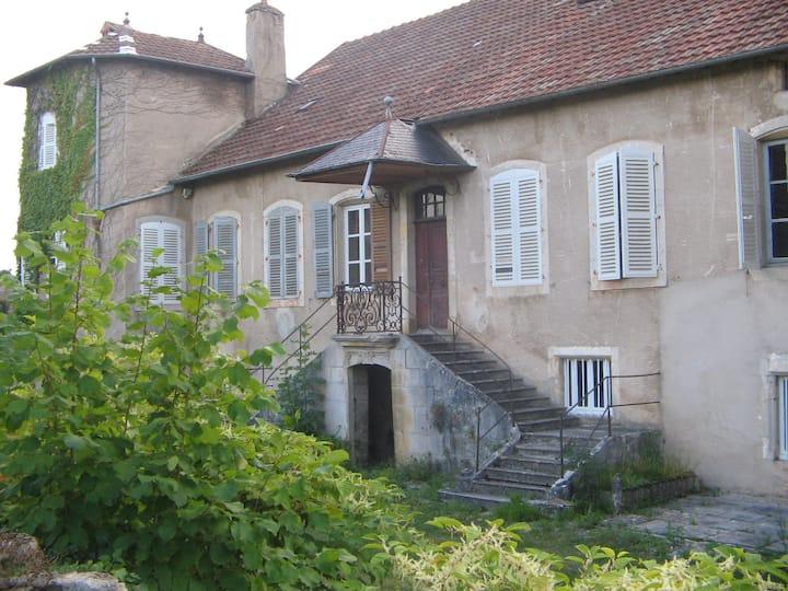 3 bed, 18th century manor house. Vevy, Jura