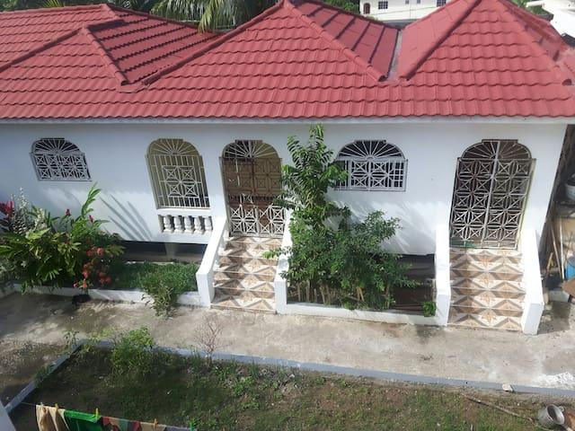 Holiday Apartment Jamaica