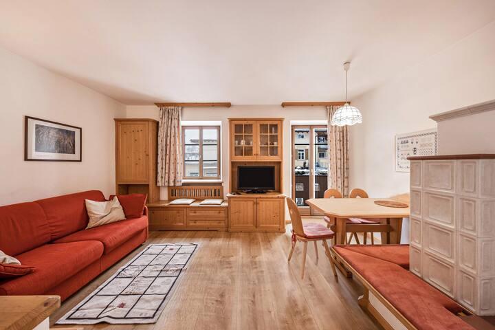 """Zentrale Ferienwohnung """"Casa Nicoleta 1 piano"""" mit Bergblick, Balkon, Garten und WLAN; Parkplätze vorhanden"""