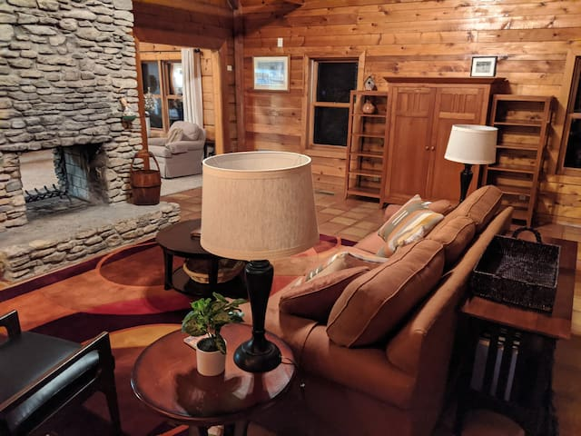 Beautiful Cabin on Horse Farm ★ 4 mi. from Outlets