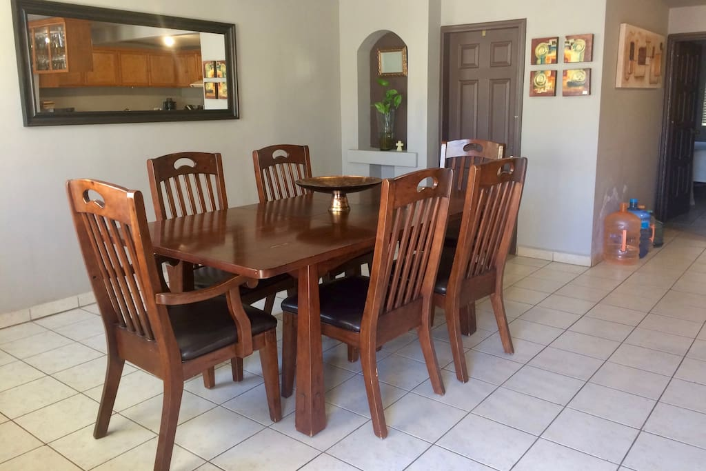 Comfortable dining area to enjoy family time.