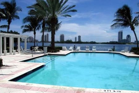 New 1br/1bath , at heart of Aventura - Aventura