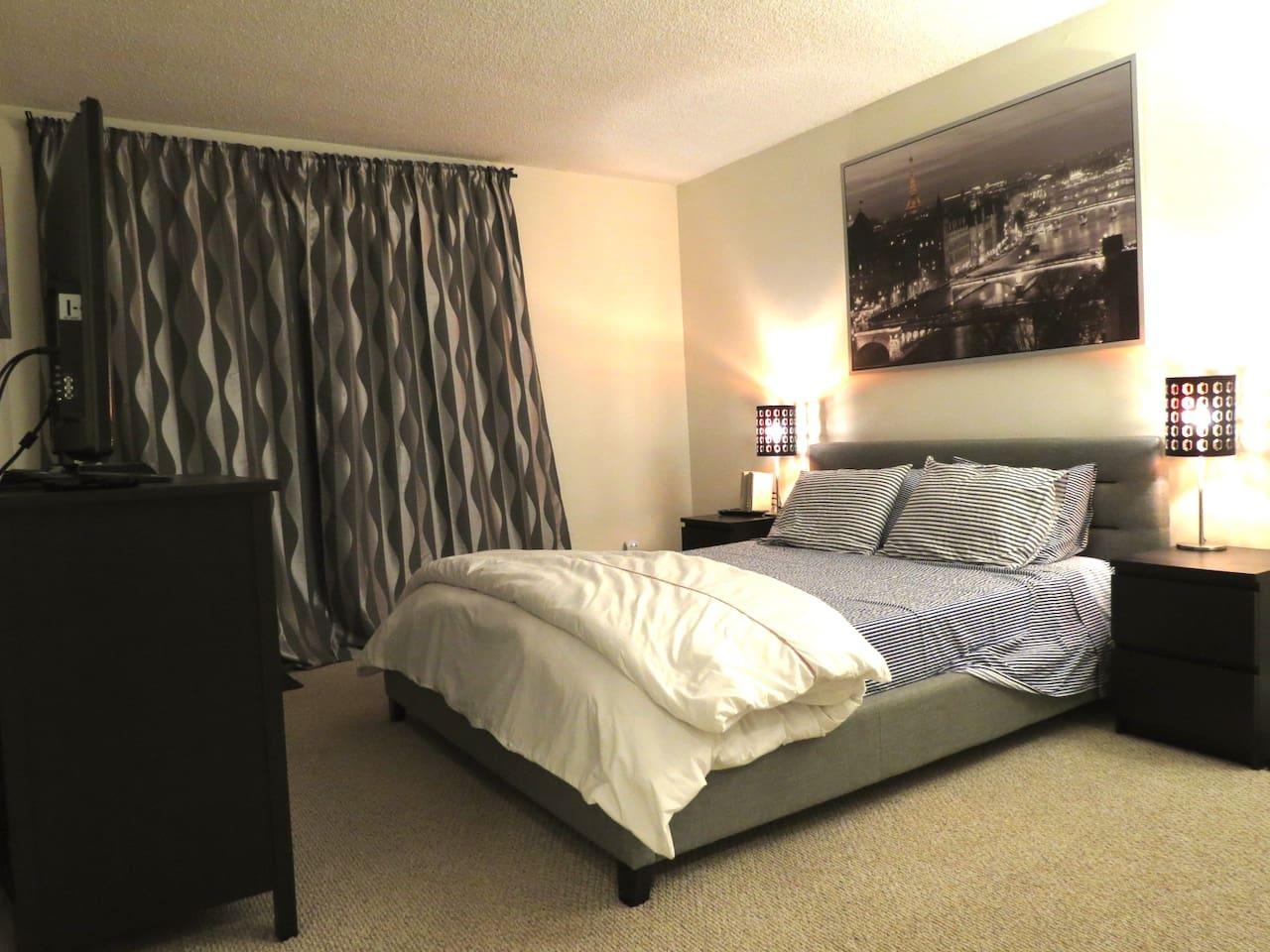 Queen memory foam mattress & crisp Percale sheets for a great night of sleep