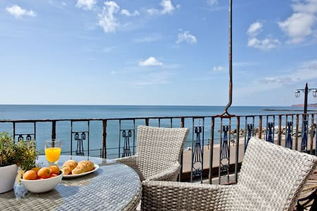 York House, Sidmouth - A stunning property with superb sea front location and views