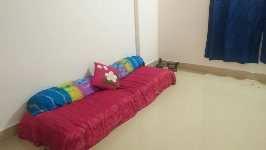Quiet Home Stay in Crude Chittagong