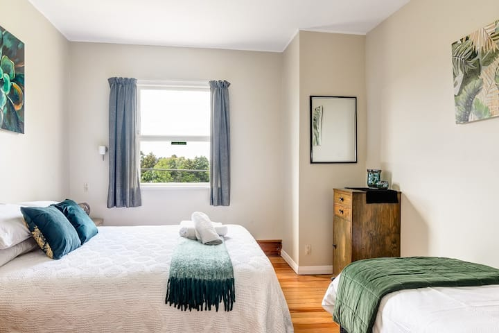 Historic Riwaka Hotel - Pukeko Room