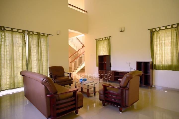 Private Room in Mahindra World City , Chennai