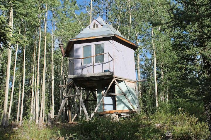 Hexagoda Shanty in the Alaskan Wild