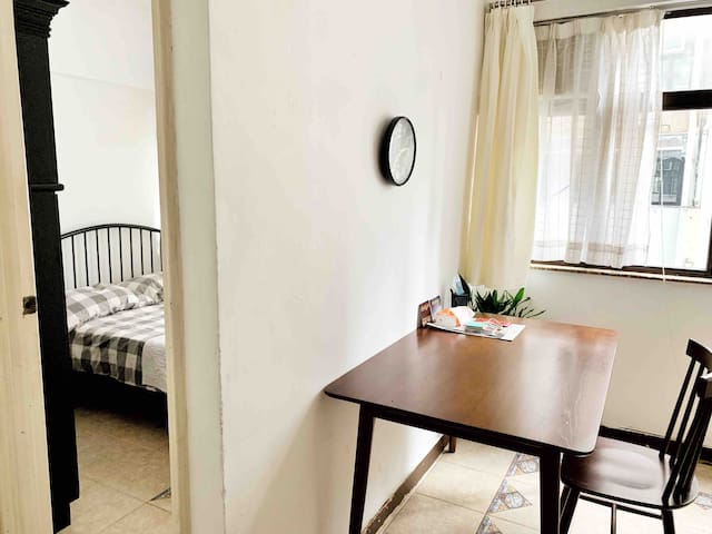Designer's home in heart of Central, cozy and warm