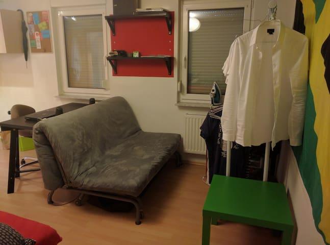 Kleine Wohnung sehr zentral direkt am Marienplatz - Stuttgart