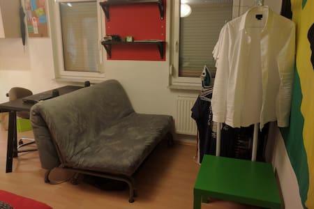 Kleine Wohnung sehr zentral direkt am Marienplatz - Estugarda - Apartamento