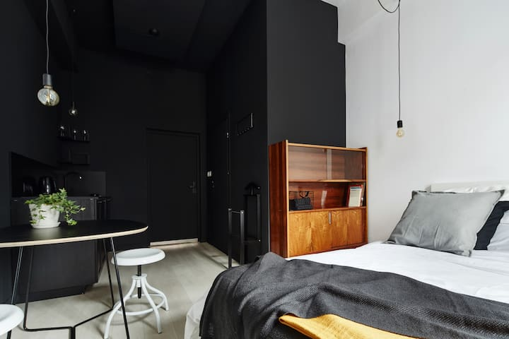 JUBI Apartments - Black No. 3