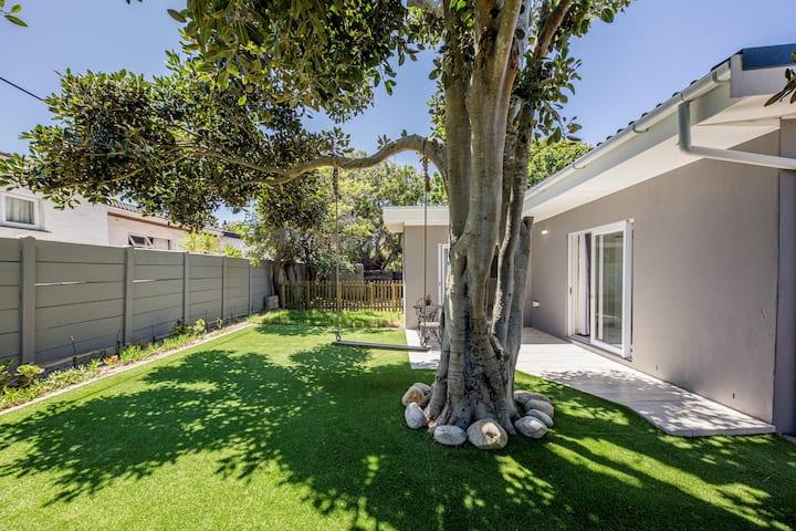 Modern Spacious Garden Cottage