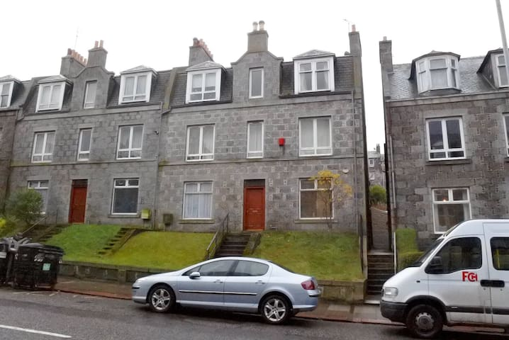 Spacious 1 bed flat -nr city centre - Aberdeen - Apartment