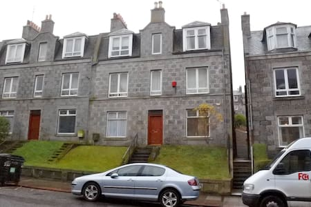 Spacious 1 bed flat -nr city centre - Aberdeen - Leilighet